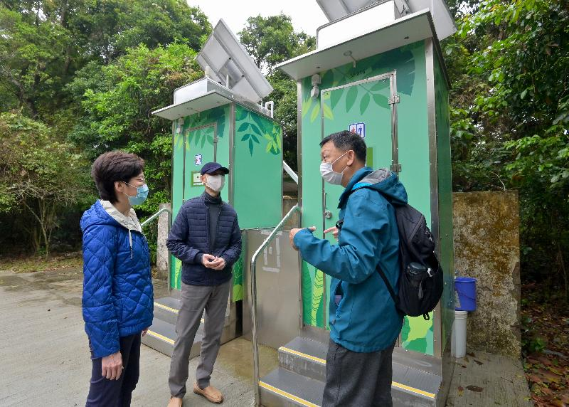 CE sees Lai Chi Wo and examines recycling facilities in numerous districts in New Territories (with photos/video)